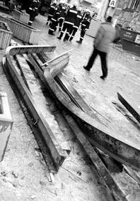 verbogene Stahlträger des Hauses